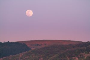 How The Lunar Cycle Affects Your Personal Energy Flow