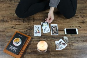 Understanding How Reading Tarot Cards Works